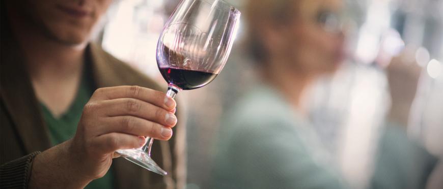 Catar un vino: Una experiencia sensorial