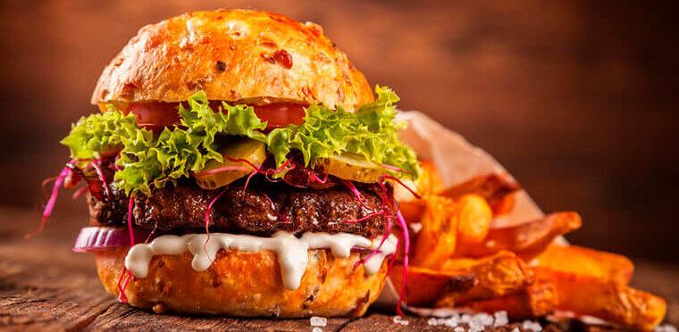 Disfruta tu día con una hamburguesa de arrachera bien maridada
